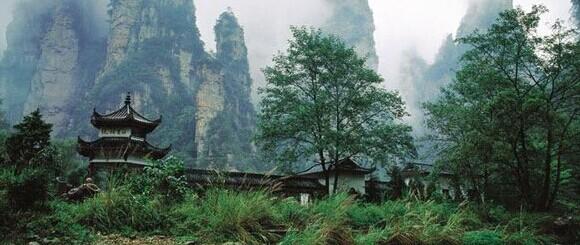 水绕四门地处武陵源中心,是张家界森林公园的东大门,索溪峪风景区